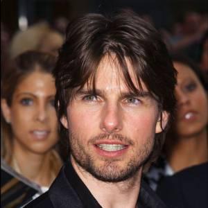 En 2002, Tom Cruise semble un peu perdu avec son système pileux approximatif. Sa coupe est difficilement définissable et les deux mèches devant les yeux étaient à la mode dans les années 90.