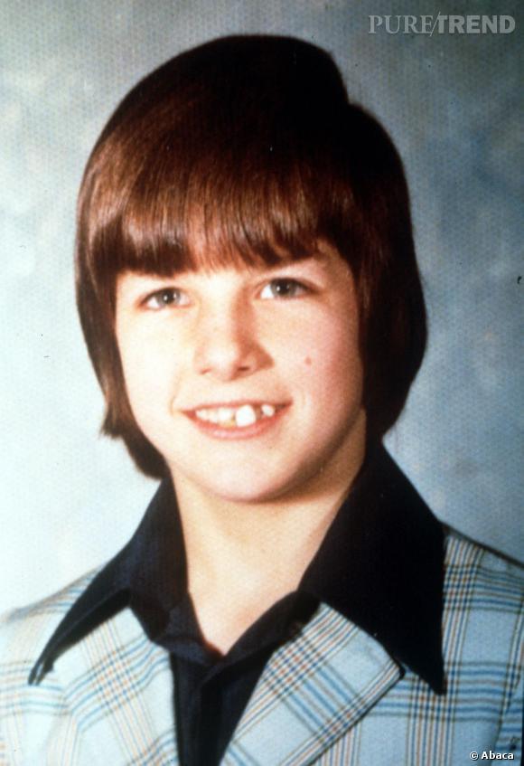 Dans les années 70, Tom Cruise a une coupe mi-bol, mi-casque qui nous laisse des plus perplexes. L'enfer de l'adolescence ...