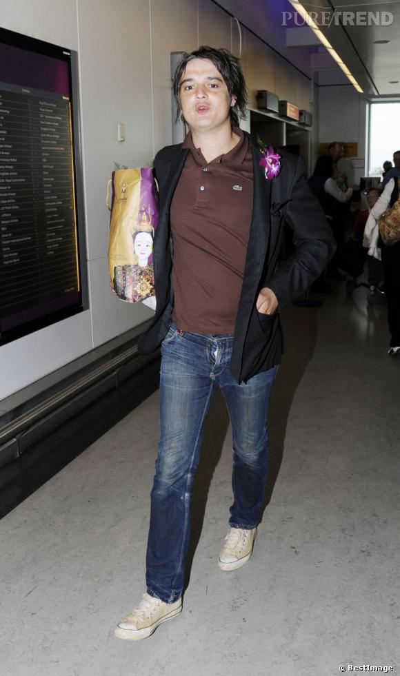 Peter Doherty arrive à Londres après s'être fait viré d'un centre de désintoxication.