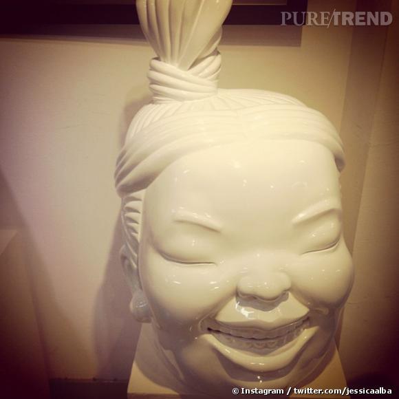 L'actrice est visiblement tombée sous le charme des différentes statues qu'elle a pu croiser.