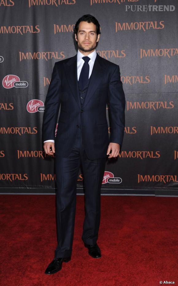 """Henry Cavill, l'atout muscle du film révélé dans """"The Tudors""""."""