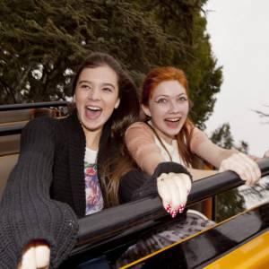 Les deux teenagers Hailee Steinfeld et Tavi Gevinson s'accrochent mais s'amusent bien.