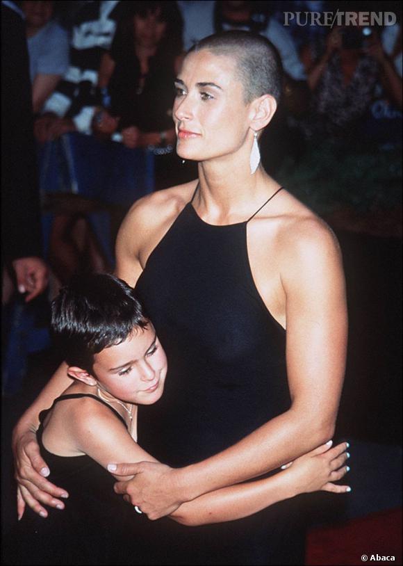 Demi Moore fait sensation en 1996 avec son crâne rasé et son corps musclé.