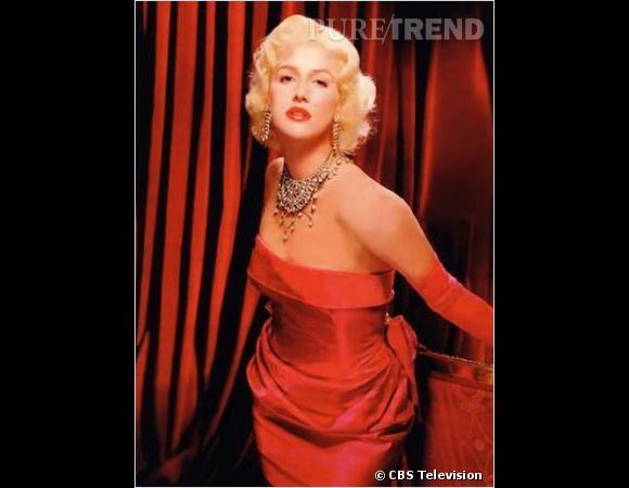 """Le flop télé : lorsque la pourtant ravissante Poppy Montgomery incarne Marilyn dans le téléfilm """"Blonde"""" ça tourne un peu à la caricature."""