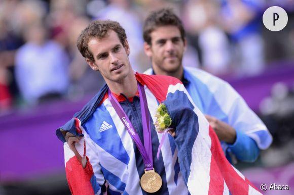 Avec 4 heures de duel, Andy Murray l'emporte sur le suisse Roger Federer et devient le nouveau champion olympique de tennis.