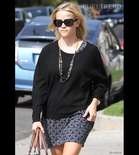 Reese Witherspoon est une spécialiste du genre avec ses gros pulls.
