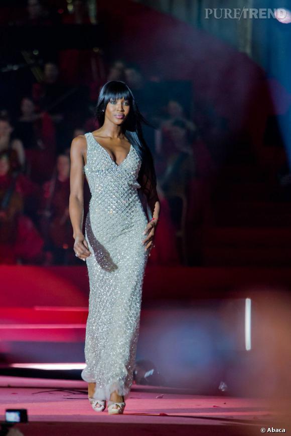 Naomi, 42 ans, défile toujours.