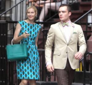 Niveau style, Kelly Rutherford n'est pas mal non plus ! Celle qui joue Lily ose les couleurs et arbore une robe turquoise
