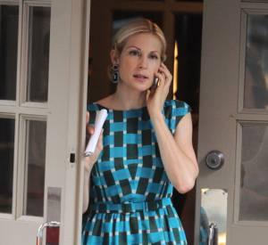 L'actrice complète sa tenue d'escarpins nude, l'idéal pour ne pas casser la pièce forte du look, ici la robe