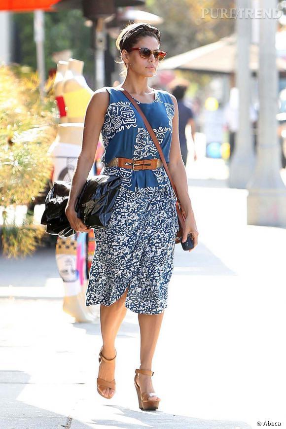 Eva Mendes dans les rues de Los Angeles.
