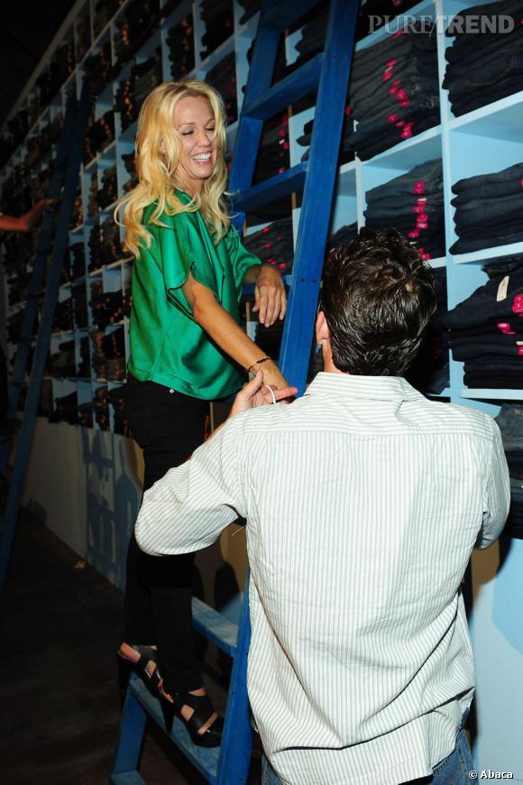 Pour Jennie Garth et Luke Perry, le rôle d'égérie s'exerce dans le rire et la bonne humeur.