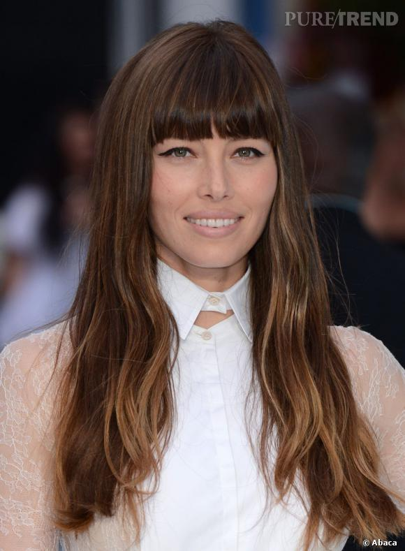 Jessica Biel cumule les bons points coiffure  une frange bien droite, des  jolies longueurs