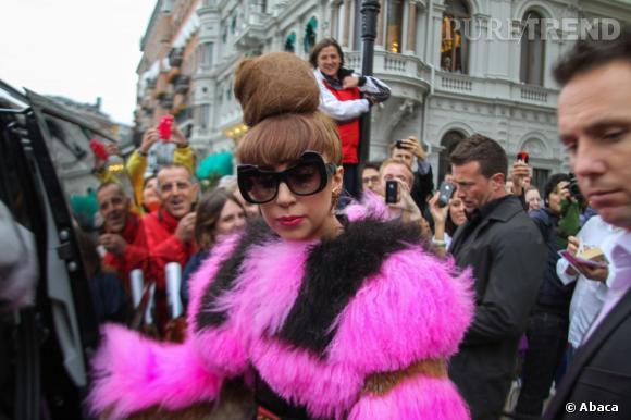 Lady Gaga à la sortie de son hôtel à Stockholm.