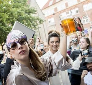 Lady Gaga : en peignoir et bandana elle fait fureur a Copenhague