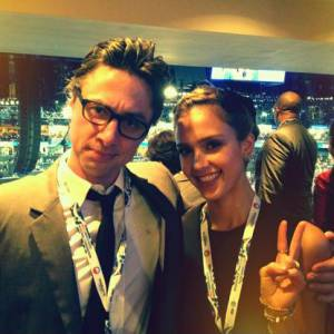 Zach Braff aussi était présent à la Convention et semble avoir passé de bons moments avec Jessica Alba.