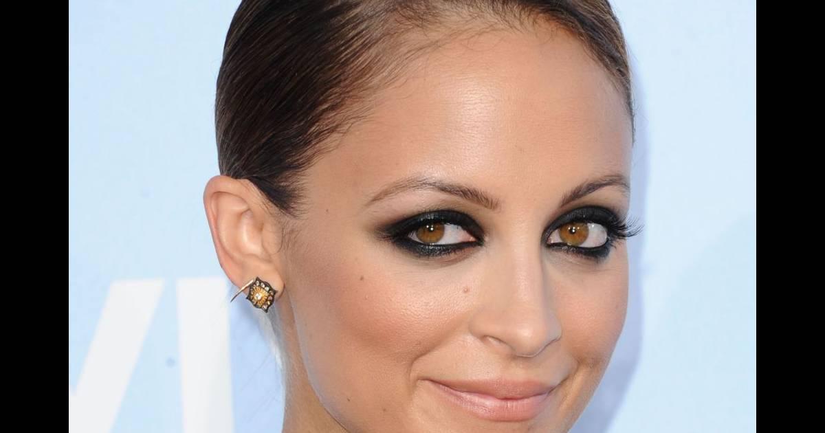 Pour souligner ses yeux couleur noisette nicole richie opte pour le regard charbonneux - Yeux couleur noisette ...