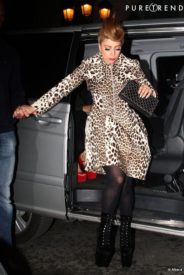 Lady Gaga se rend chez Alaïa à Paris.