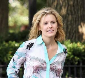 Une blouse vieille d'une décennie, un jean un peu large, les cheveux en pagaille : mais pourquoi Maggie Grace est-elle sortie ?