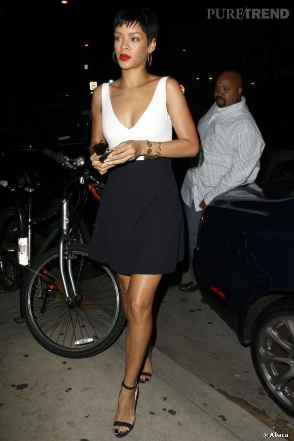 Rihanna fait sensation à Los Angeles au restaurant Giorgio Baldi samedi soir.
