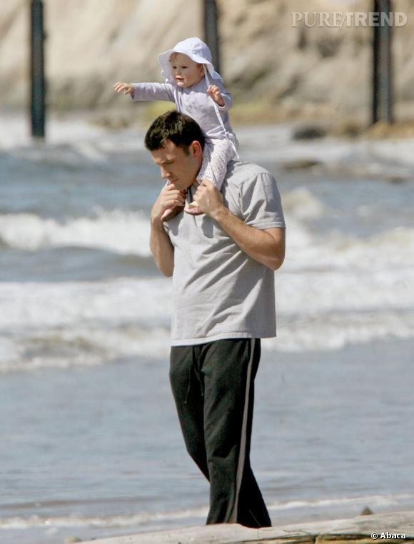 Le pire look vacances : si sa petite fille est ravissante, Ben Affleck se laisse aller au look de joggueur du dimanche.