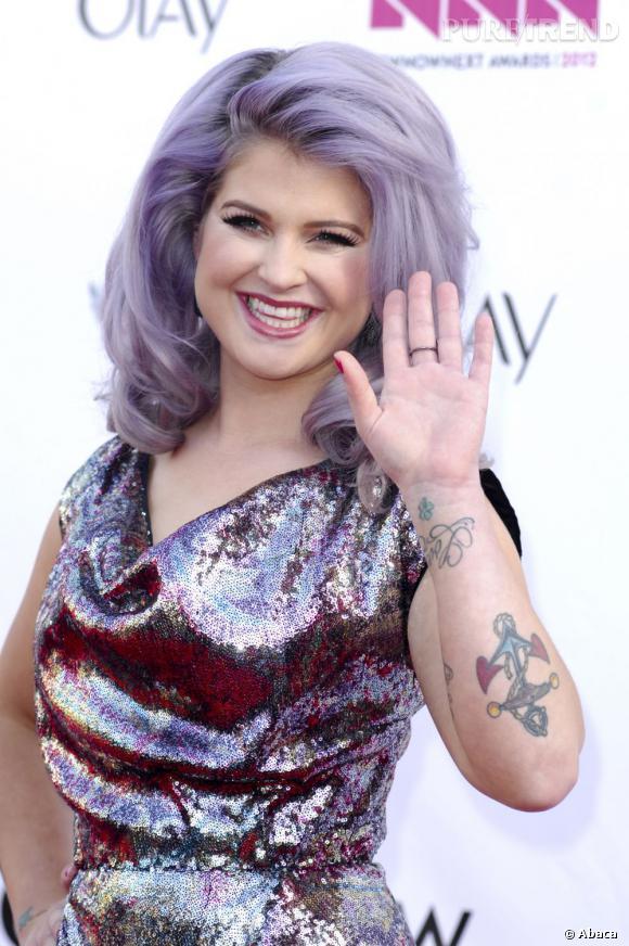 Le pire violet :  Toujours en pleine phase d'expérimentations capillaires, Kelly Osbourne s'est entichée d'une coloration violet délavé. On est nettement moins convaincu qu'elle par cette couleur.