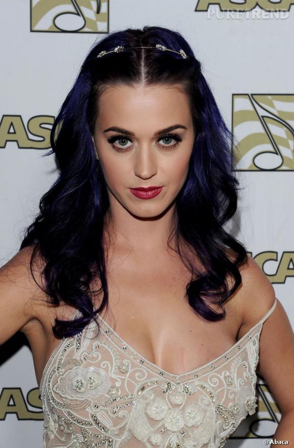 Le meilleur violet :  Plus sombre et plus profond, Katy Perry arrive à rendre le violet sexy. Pour un peu, on l'essayerait.