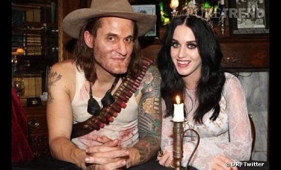 Katy Perry et John Mayer déguisés.
