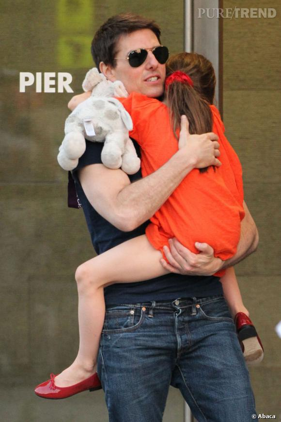 Tom Cruise attaque en justice deux magazines pour l'avoir accusé d'abandonner sa fille Suri.
