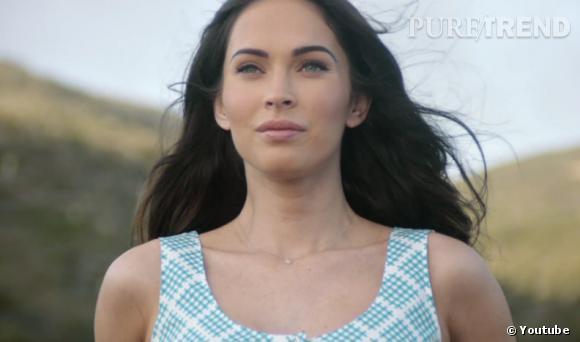 Dans la publicité, Megan Fox montre un intérêt particulier pour le monde marin.