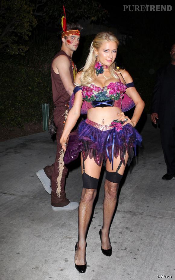 Paris Hilton toujours très sexy, peu importe le costume.