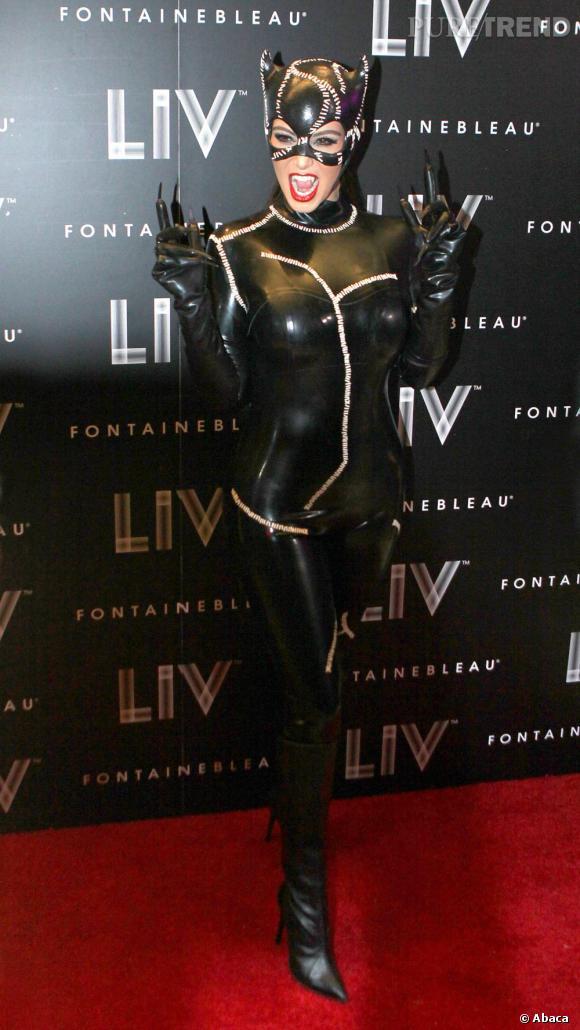 Kim Kardashian sort les griffes de Catwoman.