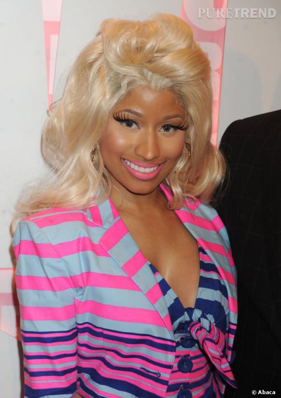 Nicki Minaj a choisi un rouge à lèvres fluo, comme sa veste.