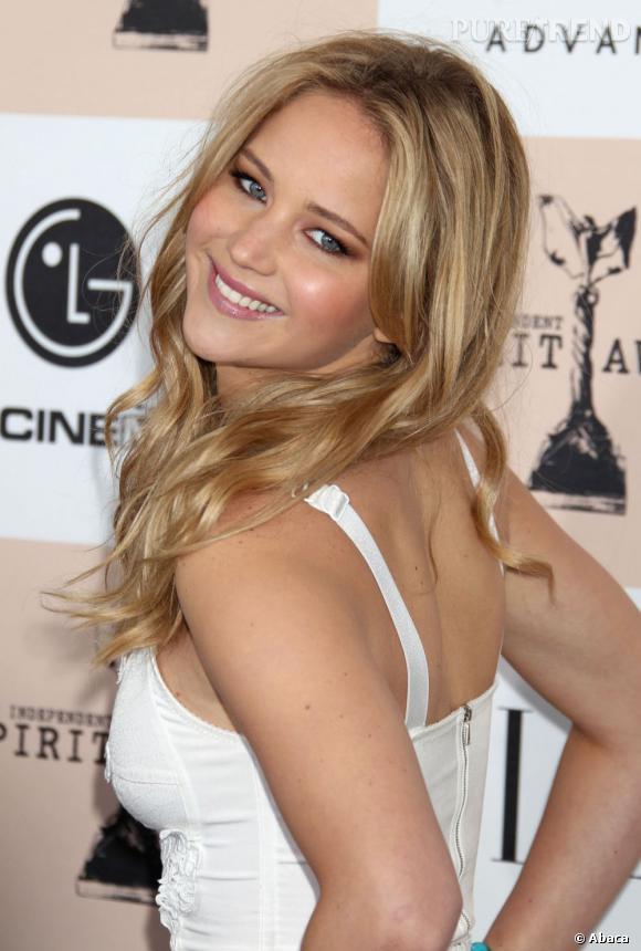 """Avec des pauses et un sourire pareils, pas étonnant que Jennifer Lawrence ait raflé le prix de la """"femme la plus dérisable"""" de l'année."""