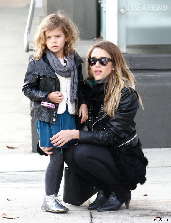 Jessica Alba et sa fille portent à la perfection le perfecto !