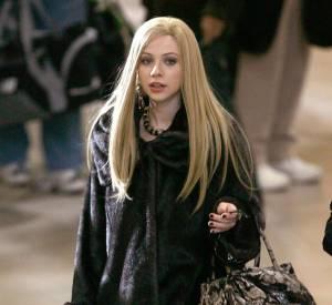 Quand Michelle Trachtenberg (alias Georgina) revient dans la série, c'est caché sous une chevelure blonde.