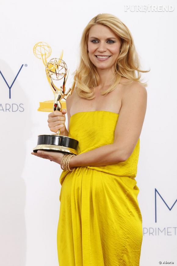 """Claire Danes a récemment été élue par Fitness magazine """"Femme enceinte la mieux habillée""""."""