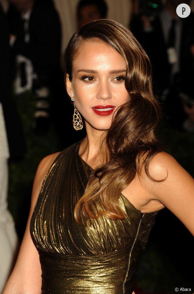 Les 50 coiffures de l 39 ann e 2012 au gala met ball 2012 jessica alba nous a impressionn avec - Coiffure des annees 50 ...