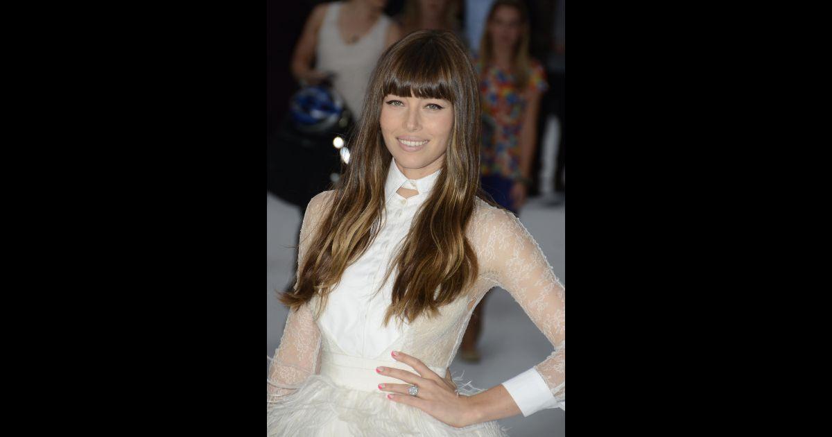 Les 50 coiffures de l 39 ann e 2012 cette ann e jessica biel a arpent tous les tapis rouges - Coiffure des annees 50 ...