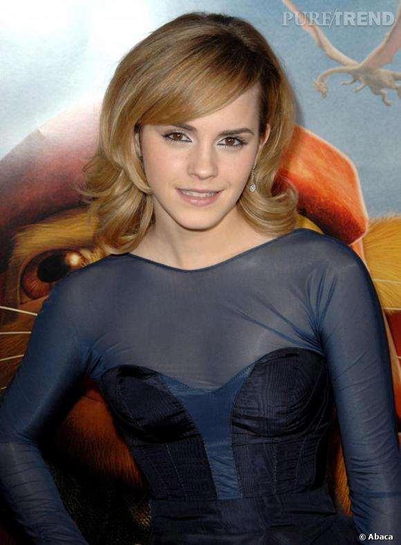 L'évolution capillaire d'Emma Watson : En 2008, elle ose le brushing 70's digne d'un soap opera.