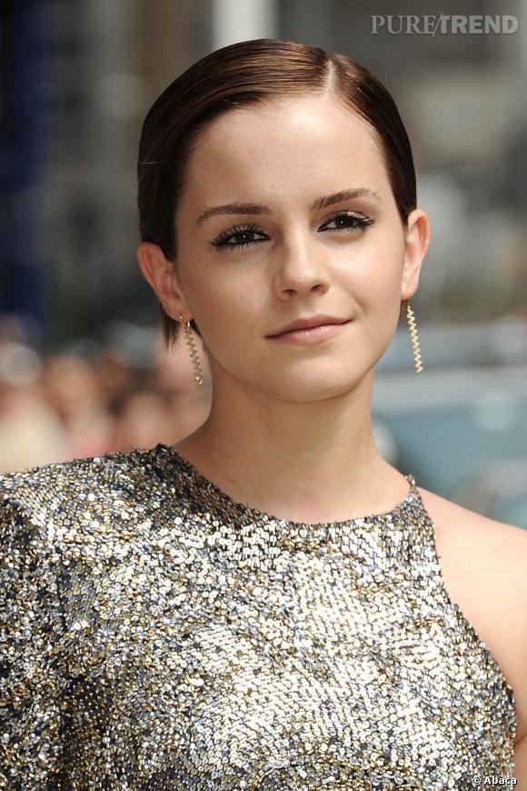 L'évolution capillaire d'Emma Watson : L'actrice ose le wet look pour un look des plus sophistiqués.