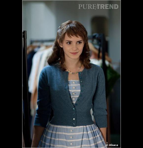 """L'évolution capillaire d'Emma Watson : Dans le biopic """"My week with Marilyn"""" sorti en 2012, l'actrice retrouve des longueurs pour une coupe un brin rétro."""