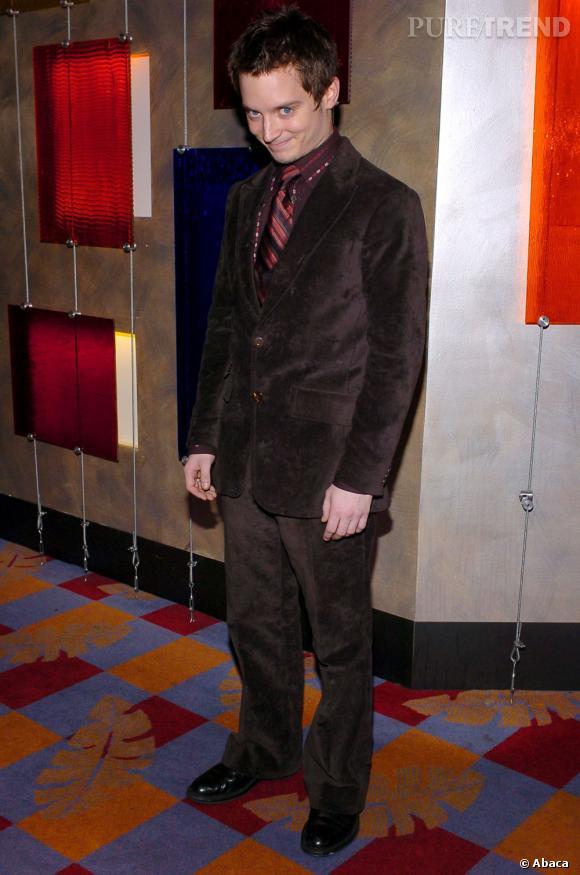 Debut des années 2000, il joue les gangsters avec des costumes douteux.
