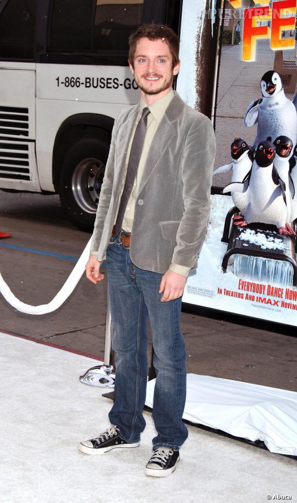 En 2006 il ne semble pas vouloir grandir et continue de prendre la pose en Converse.