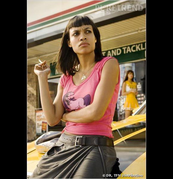 Rosario Dawson, alias Abernathy dans  Boulevard de la Mort , rend hommage au style des pin-ups avec sa mini-frange.