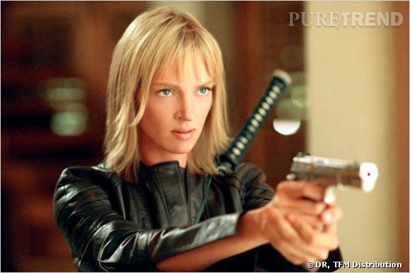 Dans  Kill Bill , Uma Thurman campe Béatrix Kiddo, une ancienne tueuse à gage qui cherche à se venger, le tout coiffé d'un sage carré blond.