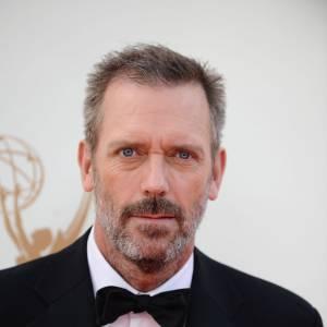 Il faut être un sacré comédien pour réussir à nous faire aimer un docteur misanthrope, boiteux et à l'humour noir. Pourtant, Hugh Laurie l'a fait, et est même devenu ambassadeur L'Oréal Paris.