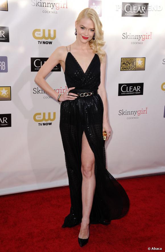 Jaime King opte pour une robe fendue du plus bel effet pour les Critics' Choice Awards.