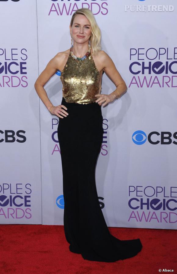 Naomi Watts brille de mille feux dans une robe du créateur Alexander McQueen.