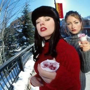 Rose McGowan et Rebecca Gayheart nous proposent un peu de glaces pilées.