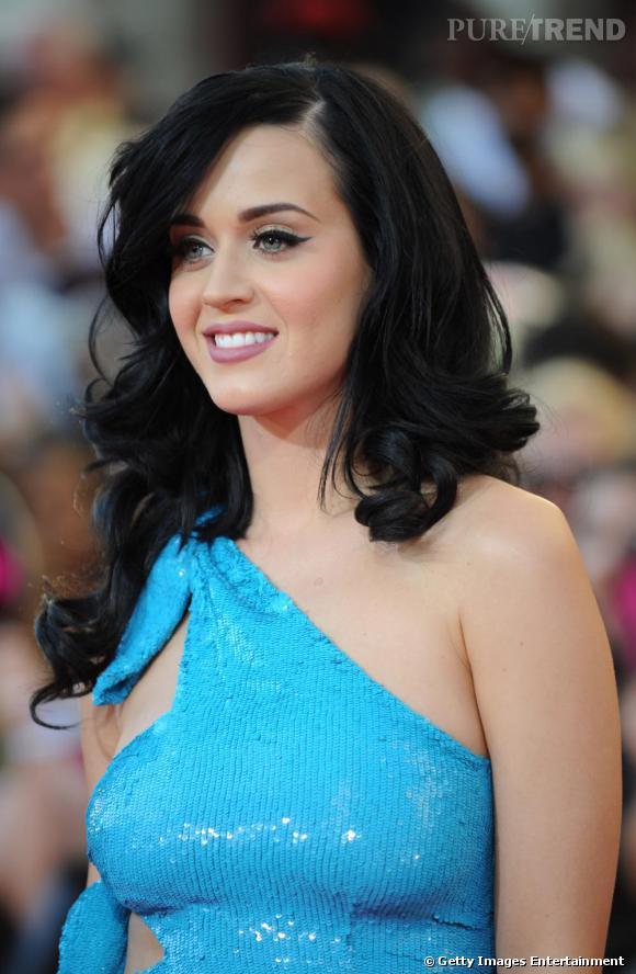 Le top coiffure :  La volume va parfaitement à Katy Perry et elle l'a bien compris ! Ici avec cette coiffure elle est très sensuelle.